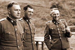 """Щоденник нацистського """"Янгола смерті"""" придбав онук в'язня Освенцима"""