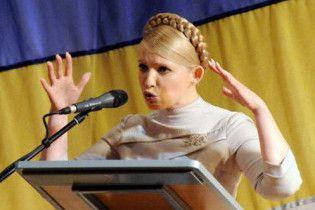 """Тимошенко поскаржилась, що опозиція бореться з нею """"пушками і пєр'ями"""""""