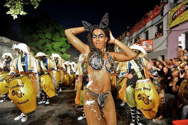 """Карнавал """"Llamadas"""" в Уругваї"""