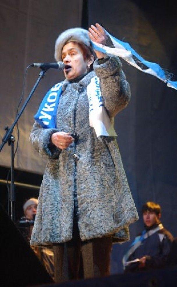 Майбутній першій леді Людмилі Янукович порадили не одягати вишиванок