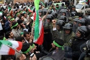 У Тегерані почалися зіткнення демонстрантів з поліцією