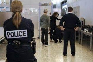 """Голландський журналіст провіз """"коктейль Молотова"""" через два аеропорти"""