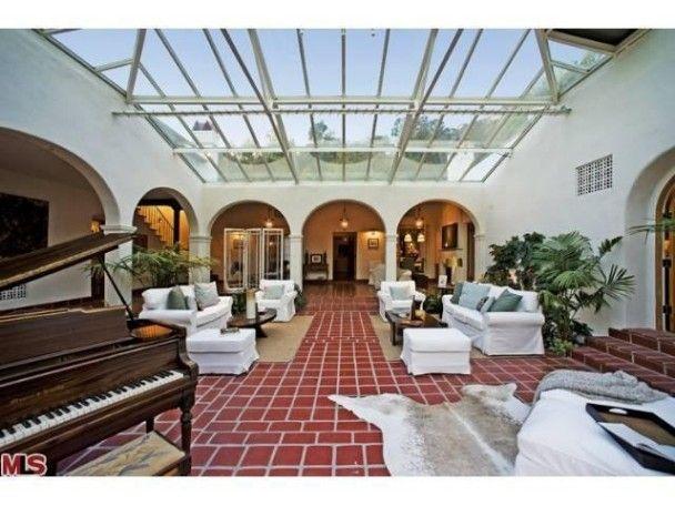 Скарлетт Йоханссон продає розкішний будинок за 5 мільйонів