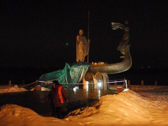 Пам'ятник засновникам Києва. Фото d-o-b-r-i-k.livejournal.com