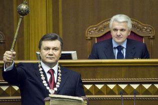 """З підручника історії викинули """"помаранчеву революцію"""" і внесли біографію Януковича"""