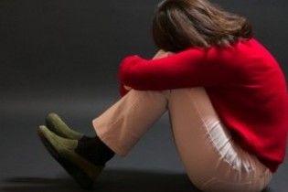 Батько десятьох дітей п'ять років ґвалтував своїх трьох дочок