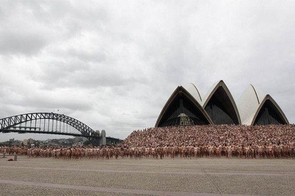 У Сіднеї тисячі геїв роздяглись біля Опери