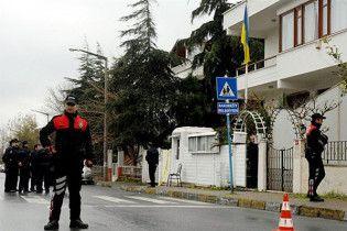 Чоловік з бомбою і пістолетом намагався увірватися в генконсульство України в Стамбулі
