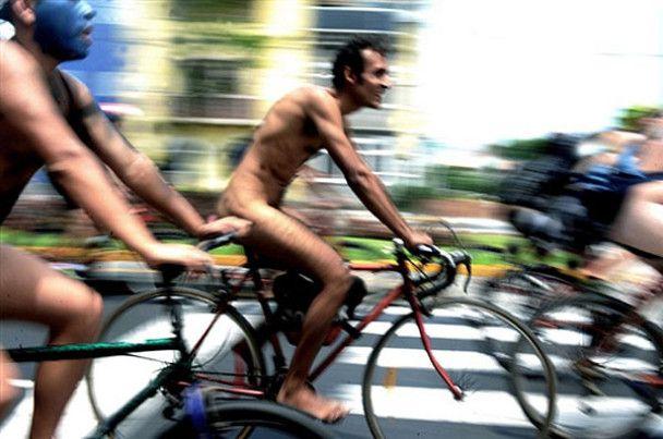 Голий велопробіг у Перу