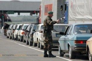 На кордоні України з Польщею утворилися довгі черги