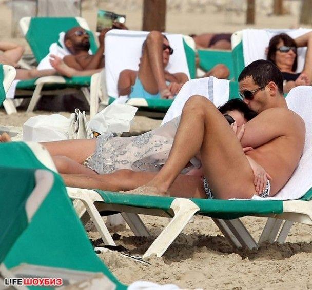 Лоліта влаштувала секс на пляжі із молодим коханцем