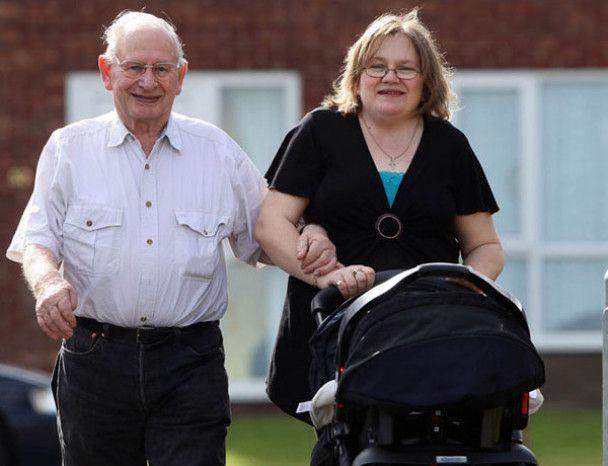 Банани допомогли 75-річному британцеві стати батьком