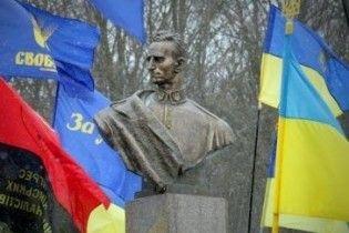 На Львівщині біля пам'ятника Шухевичу відзначили День Героїв