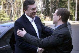 Мєдвєдєв погодився розглянути пропозиції Януковича щодо зниження ціни на газ для України