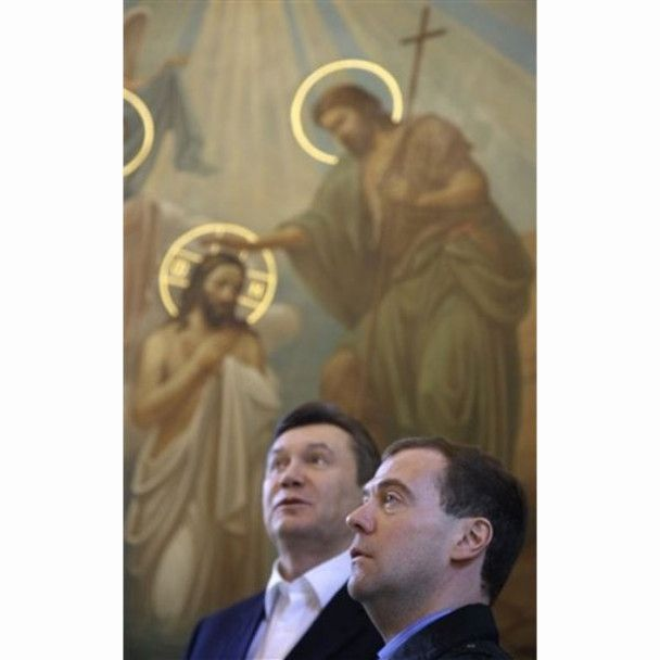 """Мєдвєдєв катав Януковича на власній """"Побєді"""""""