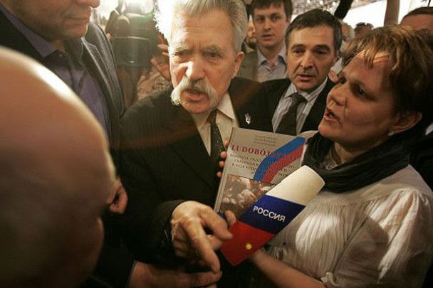 Під час бійки на виставці, присвяченій жертвам УПА, затримали БЮТівського помічника