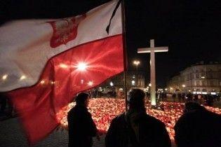 У Польщі продовжили жалобу за загиблими в авіакатастрофі під Смоленськом