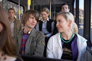 Англійських школярок навчають сексу в автобусі