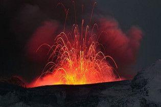 """Виверження вулкана в Ісландії перейшло в нову """"гучну"""" фазу"""