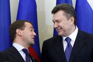 Янукович привітав Мєдвєдєва з днем народження