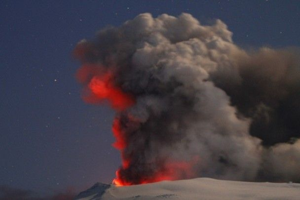 """Над """"живим вулканом"""" в Ісландії з'явилося північне сяйво"""