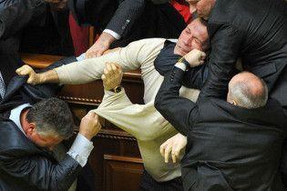 Депутат від НУ-НС після бійки в Раді пересувається на інвалідному візку