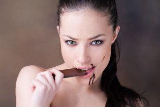 Рейтинг найпотаємніших бажань жінок: шоколад кращий за секс