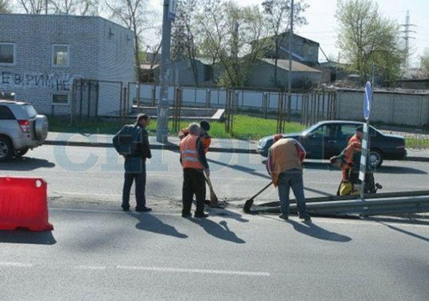 Недобудований міст у Києві віддали в користування Януковичу