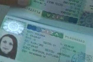Украинцам стало тяжелее получать визы (видео)