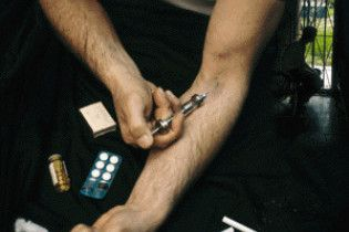 Наркоман зарізав власницю притона, яка заразила його ВІЛ