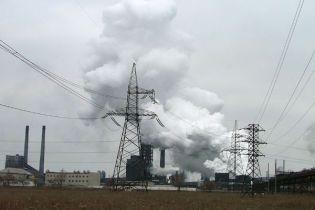 У Полтаві третій день горить завод (відео)