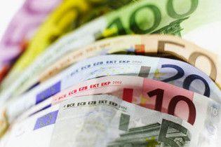 Курс євро на міжбанку обвалився нижче 11 грн