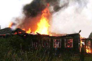 На Закарпатті сім'я згоріла заживо