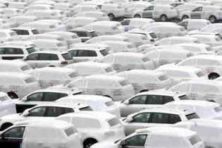 Производители автомобилей приостановили разработку новых моделей