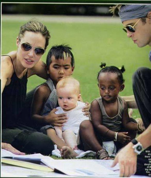 Сімейство Джолі та Піта (Фото: stardose.com)