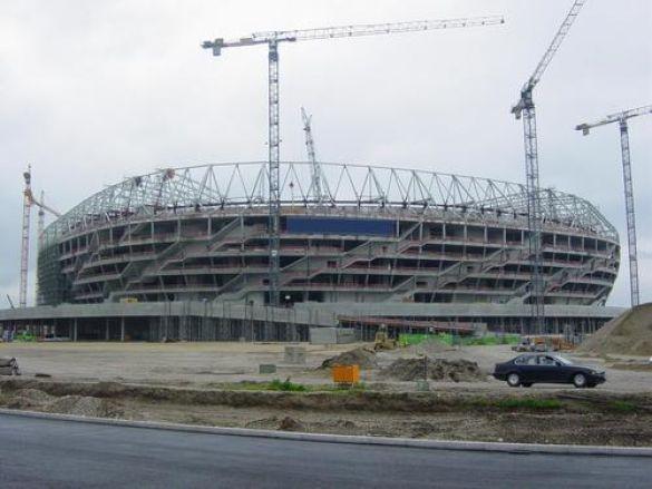 Будівництво стадіону (Фото: www.football.ru)
