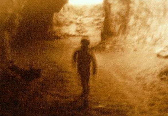 Дитина в печері