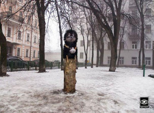 """У Києві поставили пам'ятник """"Їжачкові в тумані"""""""