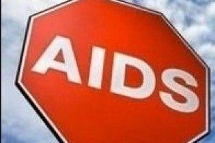Кількість заражених СНІДом продовжує зростати