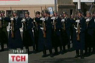 Офіцер-збоченець з президентського полку глумився над солдатами