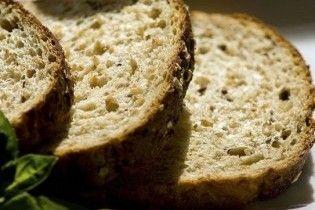 П'яні люди в чорному роздавали хліб від імені Януковича