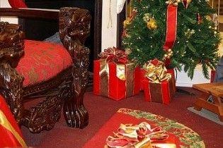 П'яний чотирирічний хлопчик вдерся до будинку сусідів і вкрав різдвяні подарунки