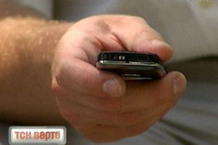 Мобільний телефон допомагає шпигувати за його власником