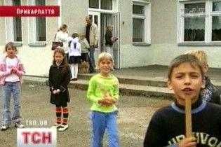"""На Прикарпатті вчительку звинуватили в """"самосуді"""" над дітьми"""