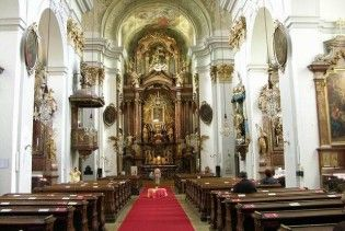 В Італії віруючі можуть поставити свічку в церкві через Інтернет