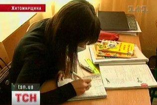 На Житомирщині батько скривдженої дівчини вчинив самосуд над школяркою