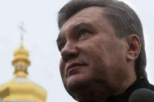 У Януковича є копія Євангелія, на якому присягає президент