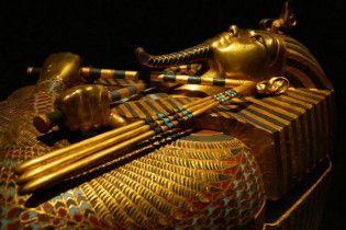 Фараон Тутанхамон загинув в авіакатастрофі
