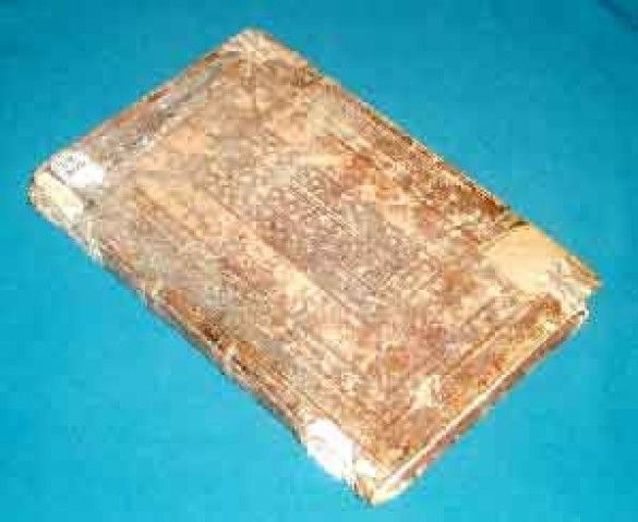 Старовинна книга (Фото: universitates.kharkov.ua)