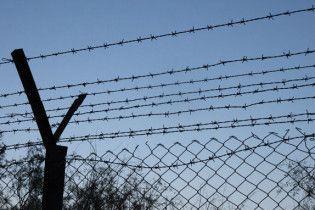 Молдова почала знімати колючий дріт на кордоні з Румунією